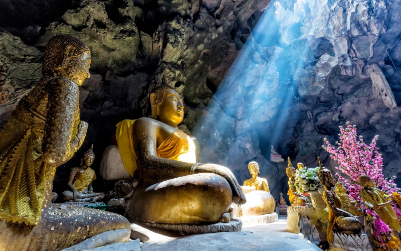 amazing-buddhism-with-the-ray-of-light-in-the-cave-542551560_3869x2579