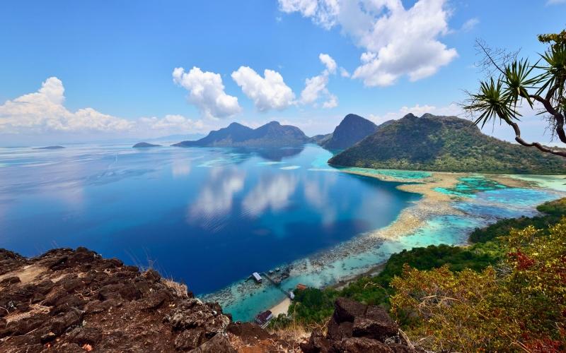 bohey-dulang-scenic-view-sabah-borneo-malaysia-473804054_3839x2599